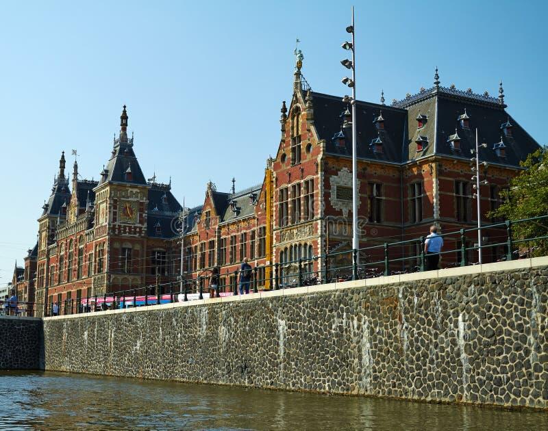 Canais e barcos de Amsterd?o foto de stock royalty free
