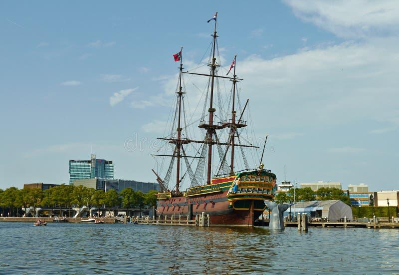 Canais e barcos de Amsterd?o Museu mar?timo foto de stock