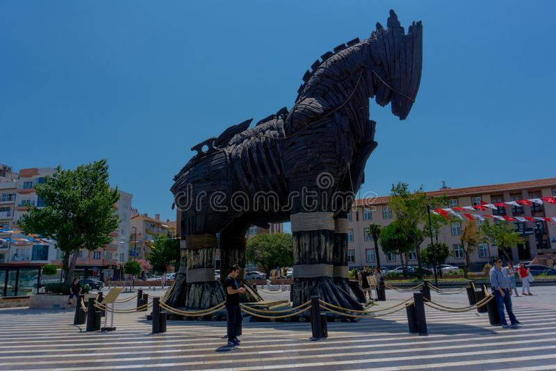 Canakkale Turkiet, 11 06 2018 trojan häst på den huvudsakliga fyrkanten fotografering för bildbyråer