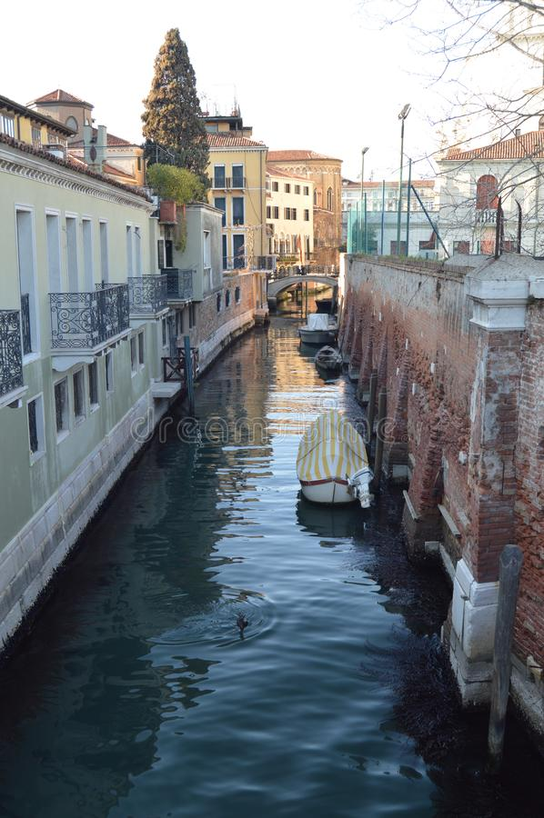 Canal agradável em Rio De La Salute In Venice fotografia de stock