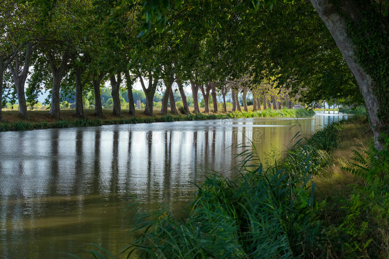 Canal - al sur de Francia imagen de archivo libre de regalías