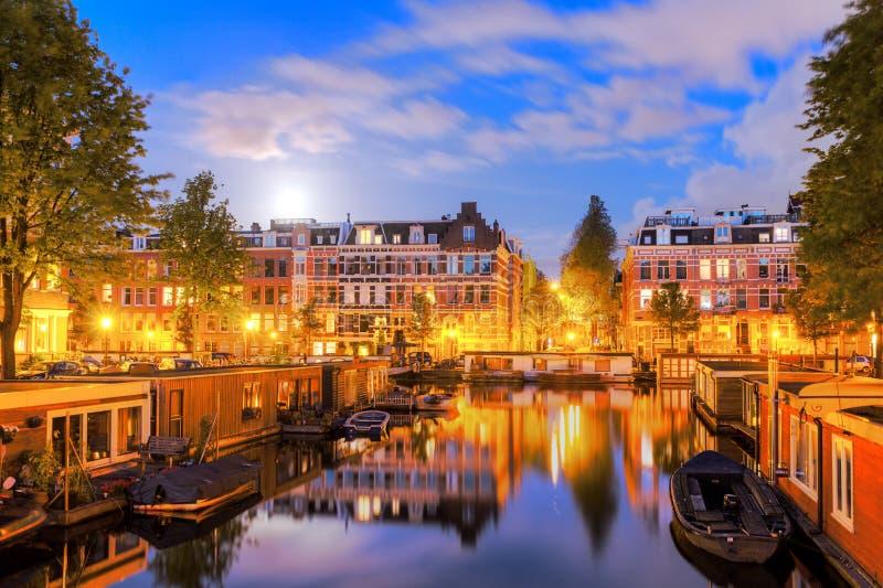 Canal Amsterdam de clair de lune image libre de droits