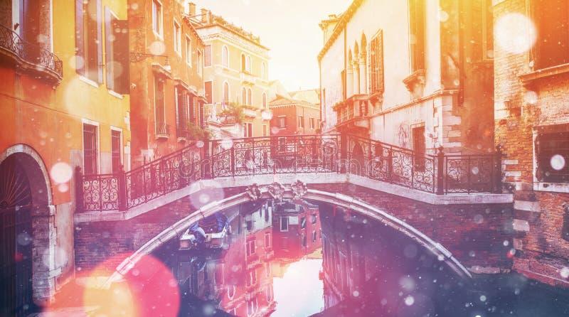 Canal avec des gondoles à Venise, Italie Carte de voeux de photo Bokeh photo stock