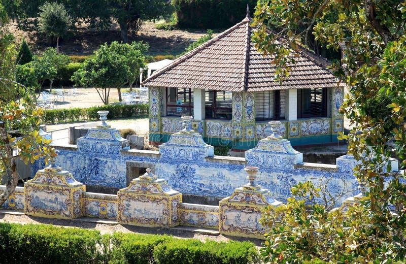 canal Azulejo-alineado del palacio del nacional de Queluz imagen de archivo
