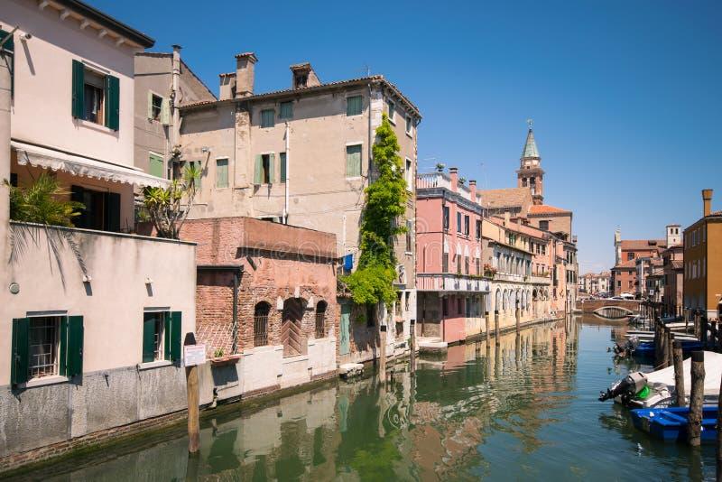 Canal característico en Chioggia, laguna de Venecia foto de archivo libre de regalías