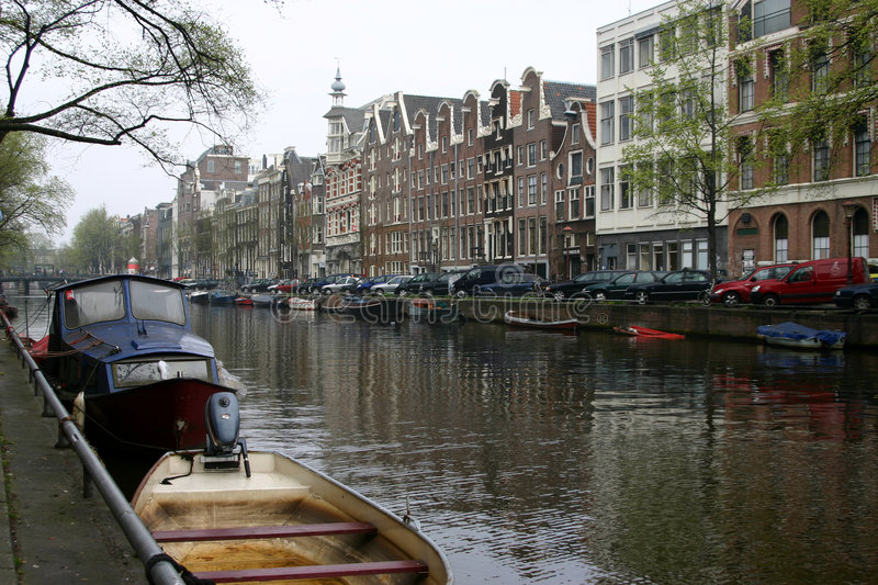 Download Canal d'Amsterdam photo stock. Image du home, downtown - 734828