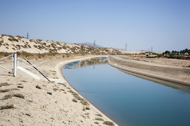 Canal d'irrigation photo stock