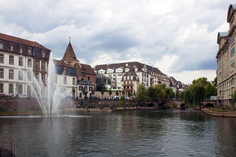 Canal da água em Strasbourg imagens de stock