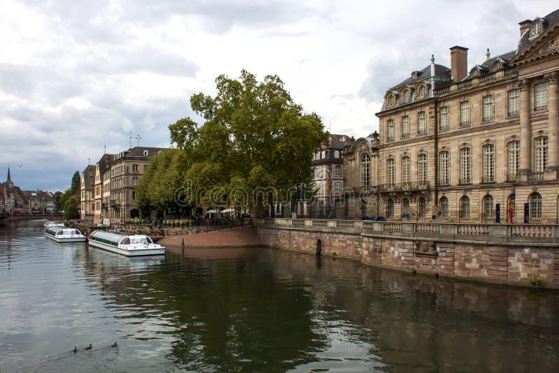 Canal da água em Strasbourg imagens de stock royalty free
