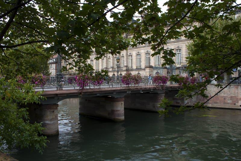 Canal da água em Strasbourg fotos de stock