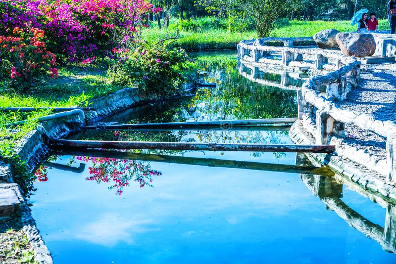 Canal da água quente na mola quente de Sankamphaeng fotografia de stock
