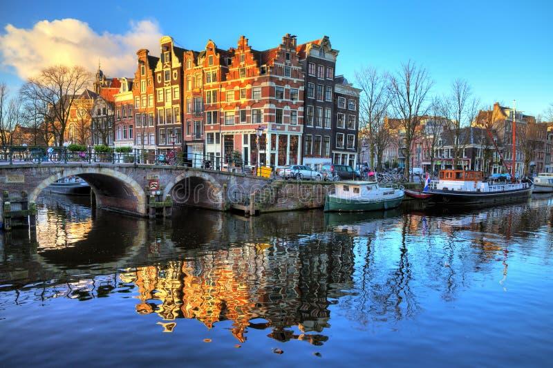 Canal da manhã de Amsterdão foto de stock