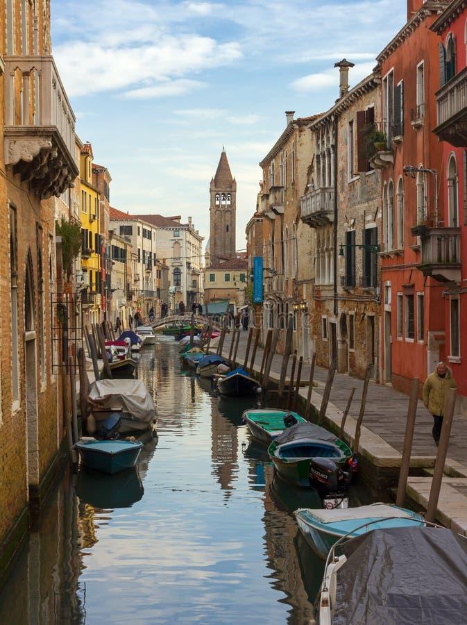 Canal dans le Dorsoduro Sestiere photographie stock libre de droits