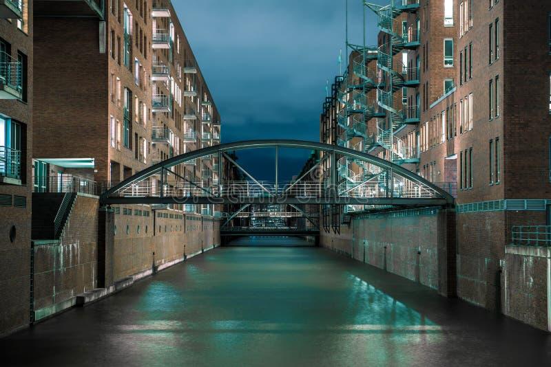 Canal de água de Hamburgo imagem de stock royalty free