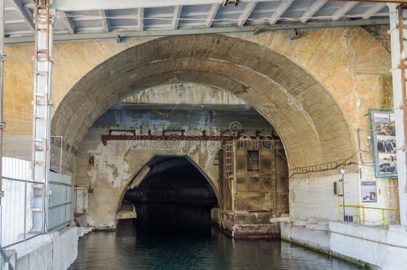 Canal de agua subterránea foto de archivo