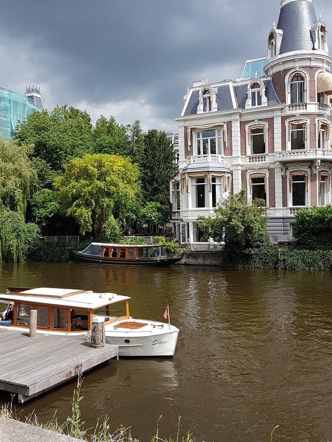 Canal de Amsterdam imágenes de archivo libres de regalías