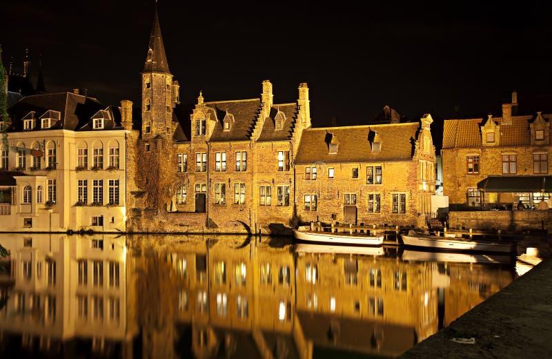 Canal de Bruges la nuit, Belgique images stock