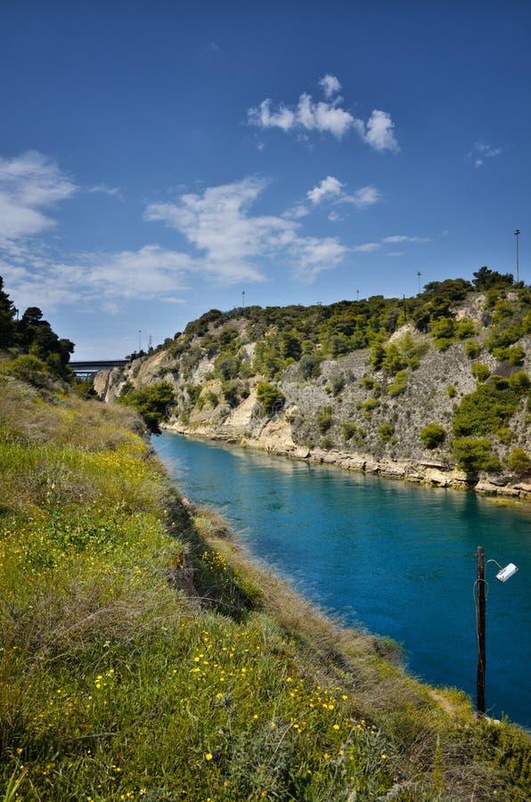 Canal de Corinth, via navegável maré através do istmo de Corinth em Grécia, juntando-se ao Golfo de Corinto com o golfo de Saroni fotos de stock royalty free