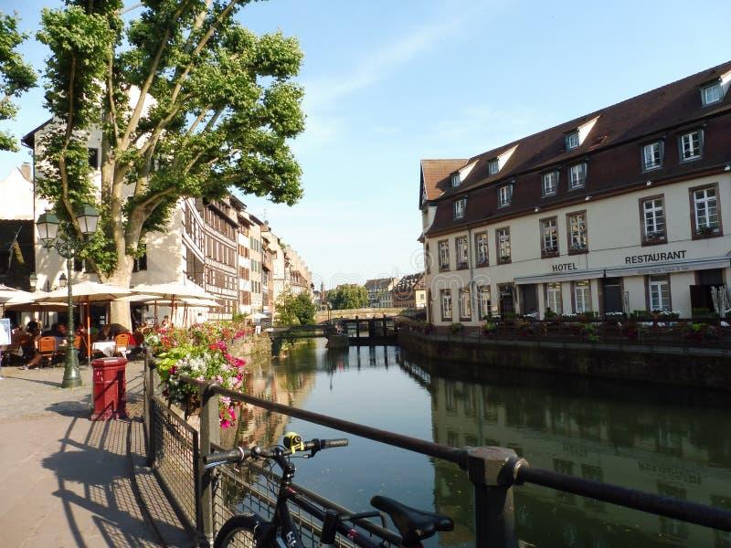 Canal de 1267200103 d'Alsace de Frances maisons de ville vieux photo libre de droits