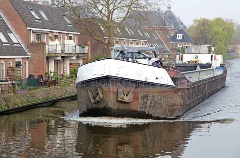Canal de l'eau dans la ville Delft, Pays-Bas photographie stock libre de droits