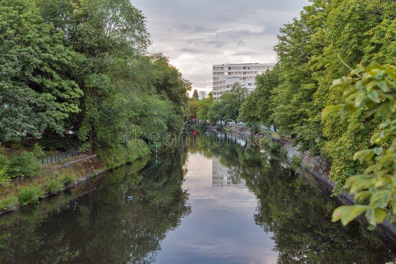 Canal de Landwehr em Berlim, Alemanha foto de stock
