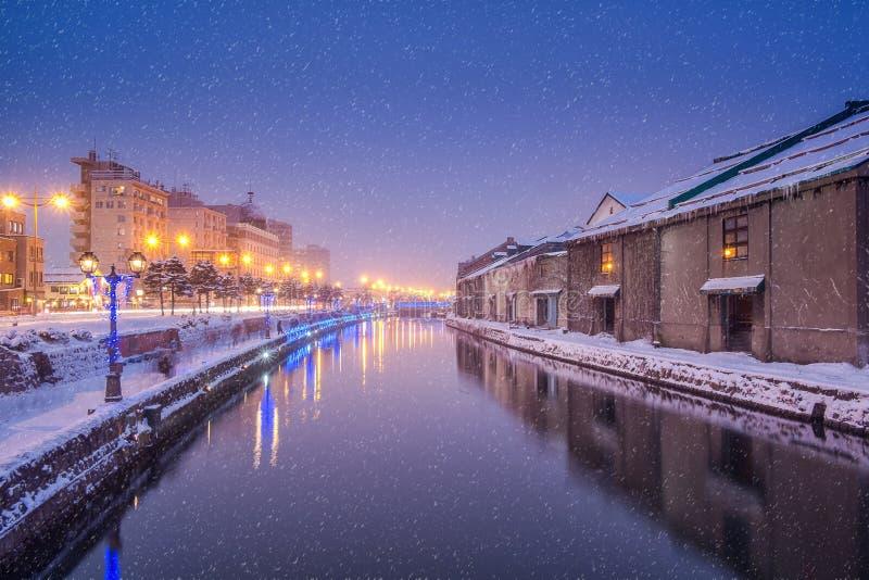 Canal de Otaru na noite do inverno fotografia de stock