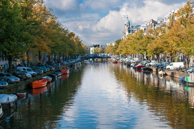 Canal de temps de jour à Amsterdam photos stock
