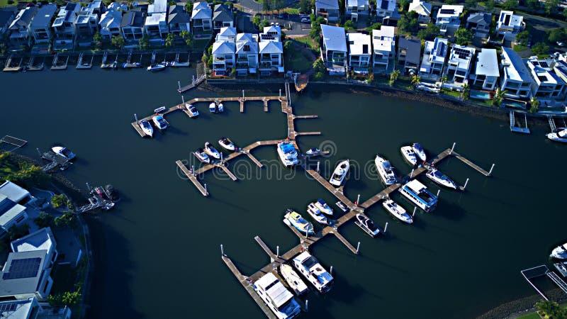 Canal del estado de RiverLinks del club náutico del puerto del barco al lado de la isla de la esperanza de la opinión de la mañan fotos de archivo libres de regalías