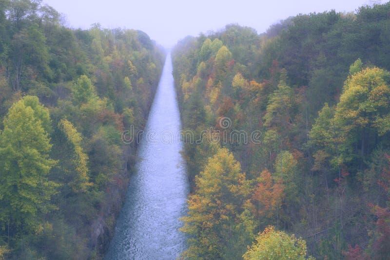 Canal del otoño imagen de archivo libre de regalías