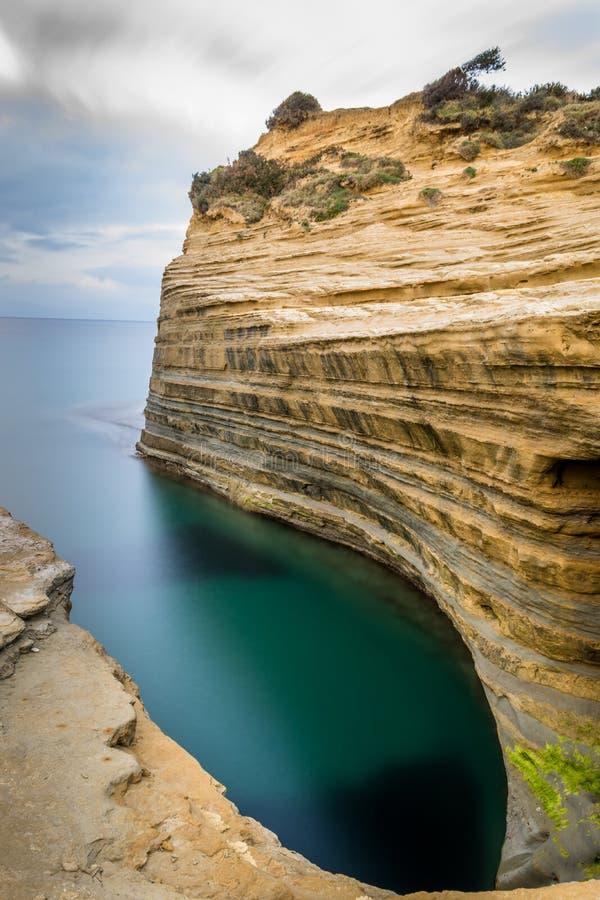 Canal do amourthe do ` do canal D de amor em Corfu Grécia foto de stock