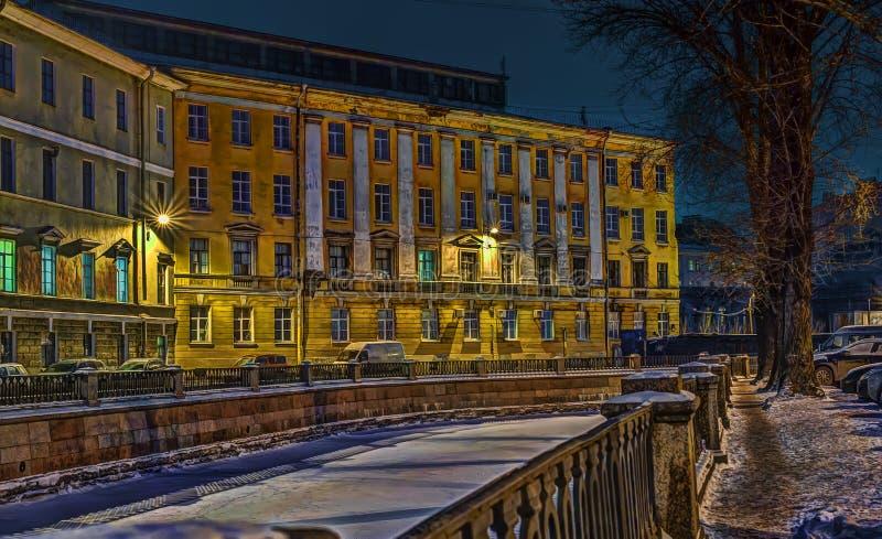 Canal do desvio na noite no inverno imagem de stock