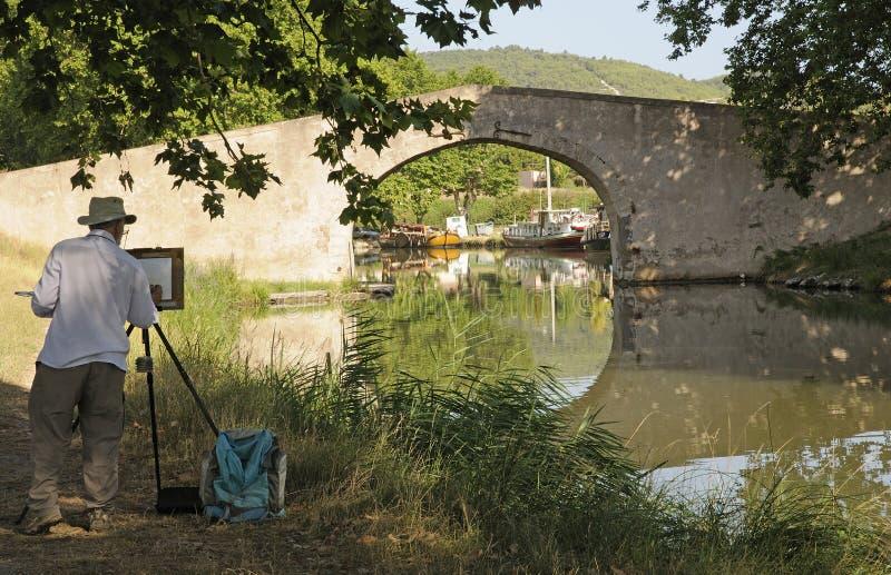 Canal du Midi och konstnär som målar sydliga Frnace royaltyfri foto