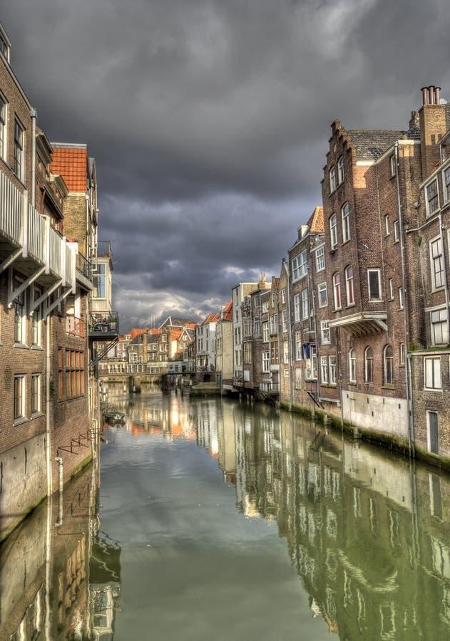Canal em Dordrecht, Holland imagem de stock