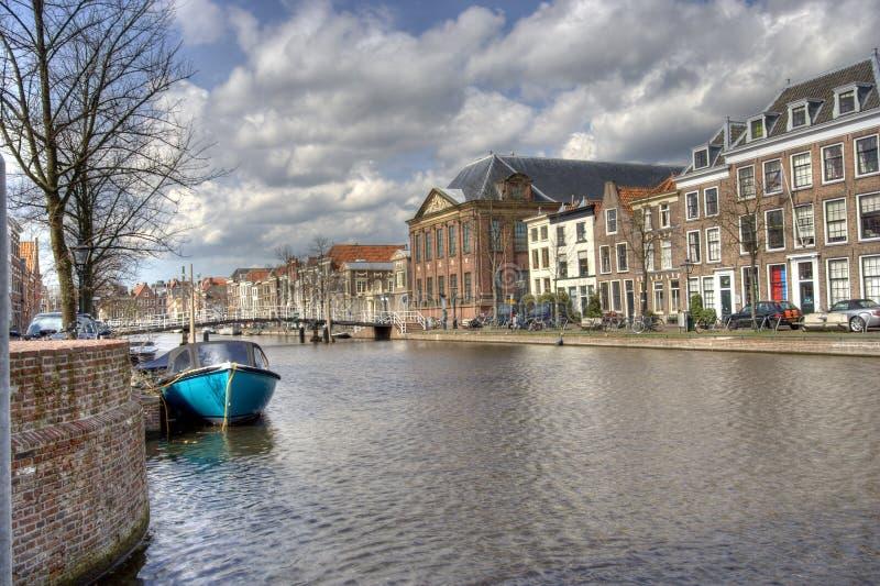Canal em Leiden, Holland fotografia de stock royalty free