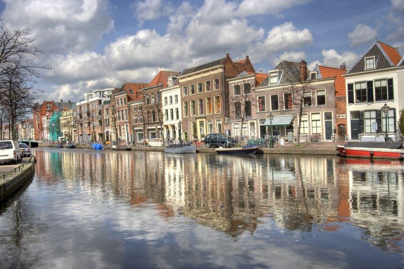 Canal em Leiden, Holland imagens de stock royalty free