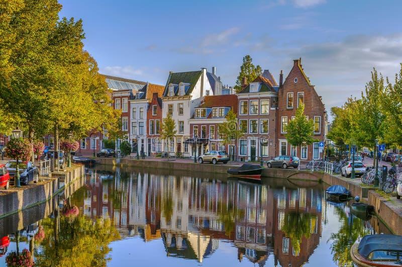 Canal em Leiden, Países Baixos imagem de stock royalty free