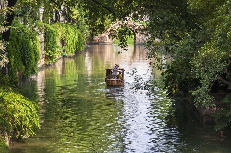Canal em Tiger Hill Park em Suzhou, China fotografia de stock