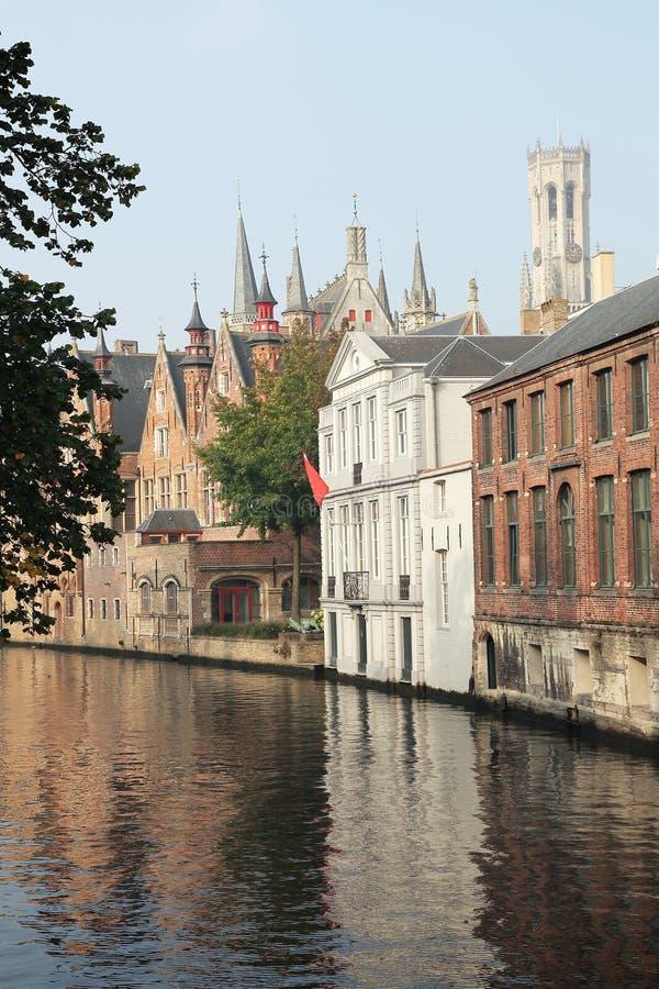 Download Canal en Brujas imagen de archivo. Imagen de azotea, medieval - 44852839