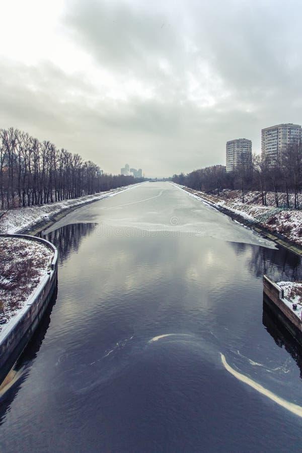 Canal en invierno, Rusia, Mosc? de Mosc? fotos de archivo