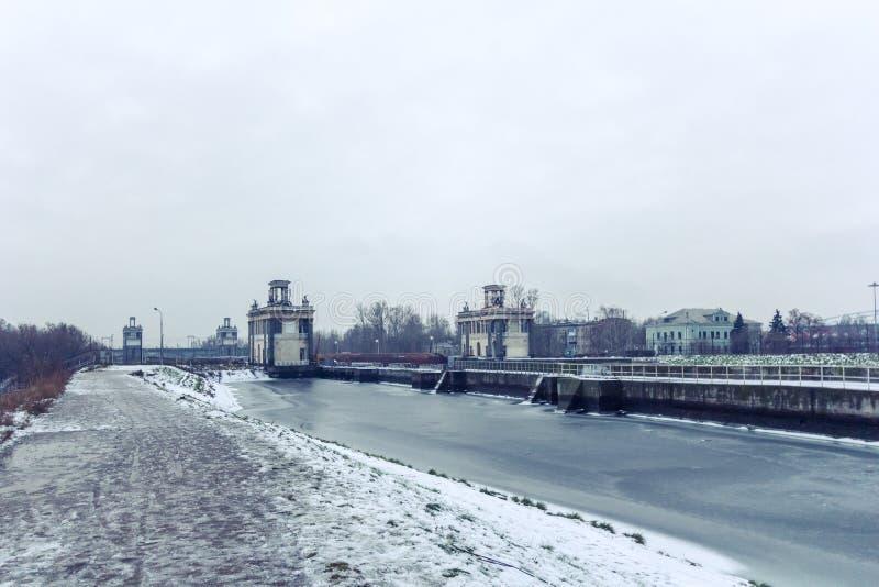 Canal en invierno, Rusia, Mosc? de Mosc? imagenes de archivo