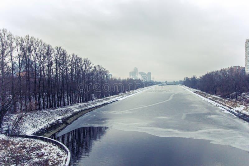 Canal en invierno, Rusia, Mosc? de Mosc? imagen de archivo