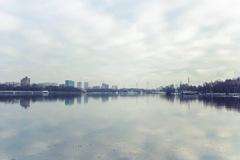 Canal en invierno, Rusia, Mosc? de Mosc? fotos de archivo libres de regalías