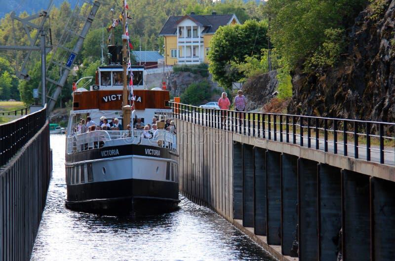 Canal en Telemark, Noruega. foto de archivo