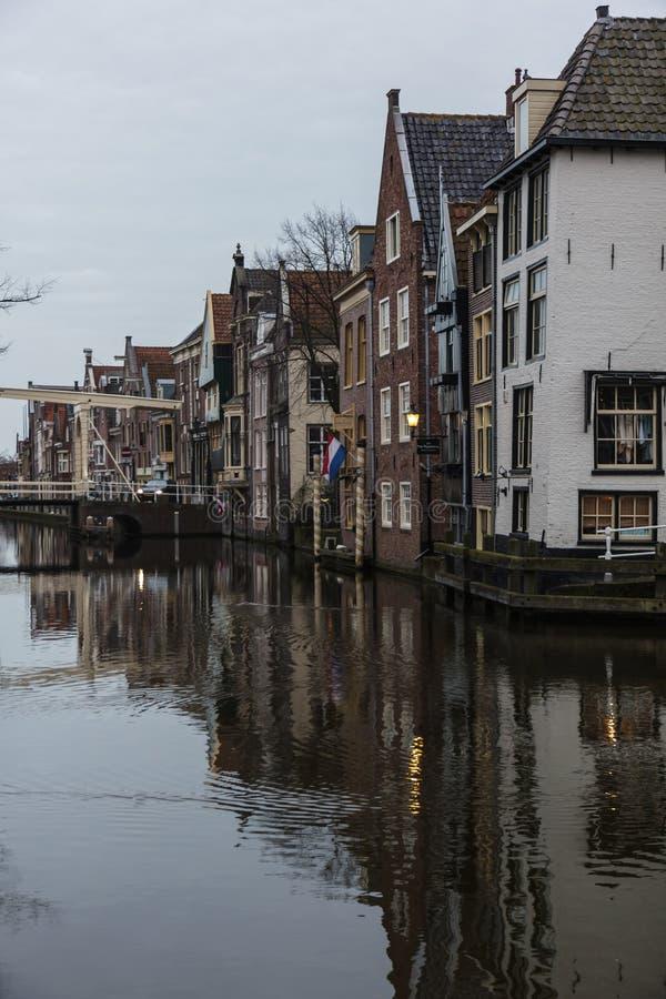 Canal et maisons, Alkmaar, Pays-Bas photos libres de droits