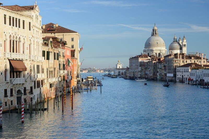 Canal Grande-und Basilika-Santa Maria della begrüßen, Venedig, Italien stockfotografie