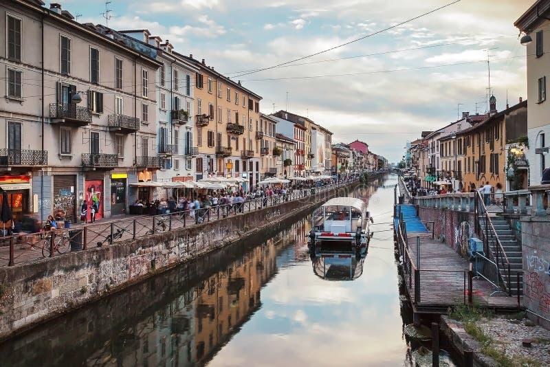 Canal grandioso de Naviglio em Milão, Itália foto de stock royalty free