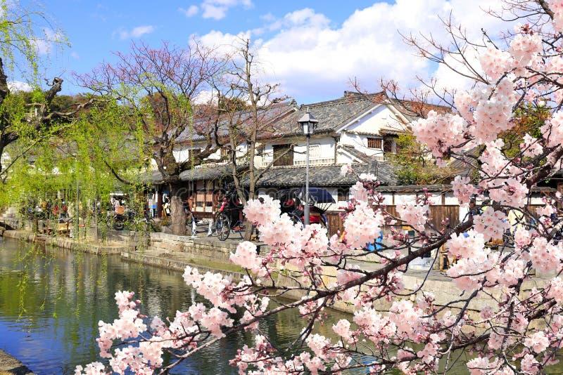 Canal Kurashiki en el distrito de Bikan, ciudad de Kurashiki, Japón foto de archivo