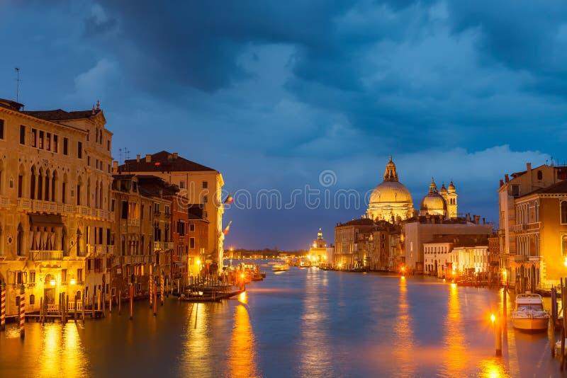 Canal na noite, Veneza de Grang fotos de stock royalty free
