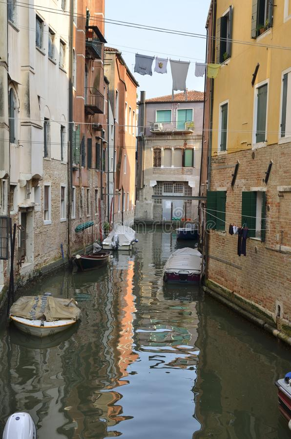 Canal pequeno de Veneza foto de stock royalty free