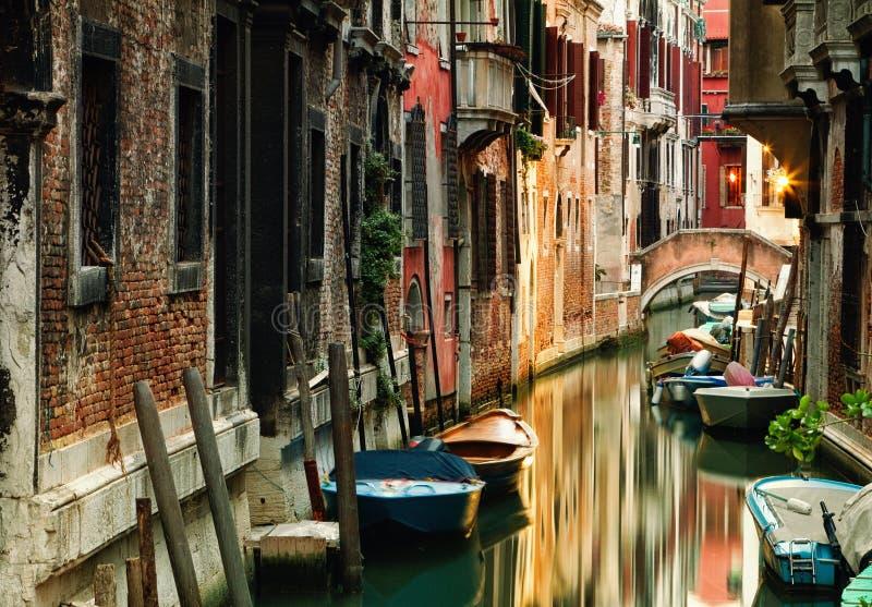 Canal pittoresque à Venise photographie stock libre de droits